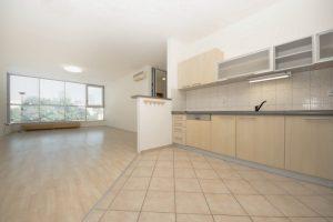 4 izbový (143 m2),svetlý, čiastočne zariadený byt v centre mesta