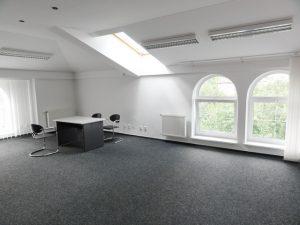 85 m2 – samostatný, administratívny priestor so sprchou